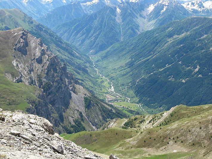 Durante l'ultimo tratto di salita (a sinistra si noti il Bersaio e in basso la Valle Stura)