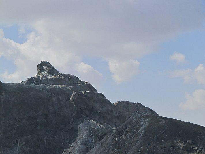La sagoma della Rocca Bianca che ci appresteremo a salire