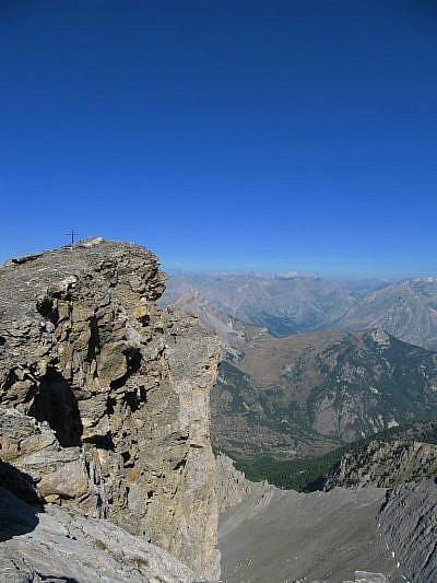 Il precipizio che ci divide dalla cima nord-est
