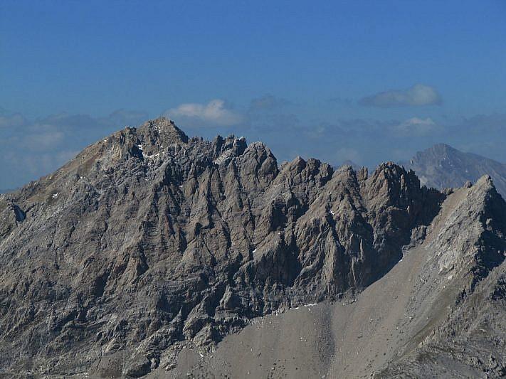 Vista sul Monte Oserot (a sinistra)