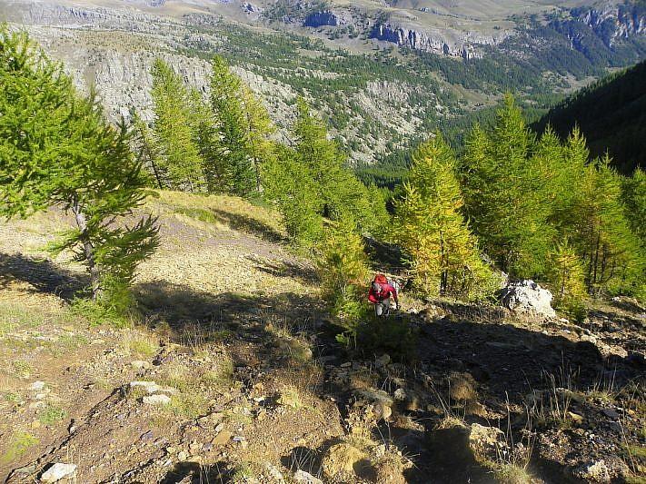 Sul ripido sentiero poco prima del passo (foto di Fulvio)