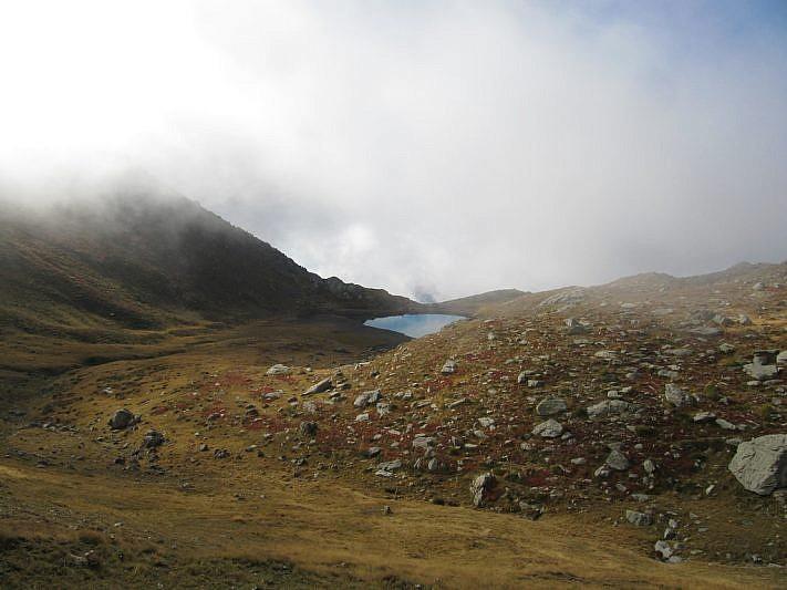 Il lago Jugale visto dal Passo