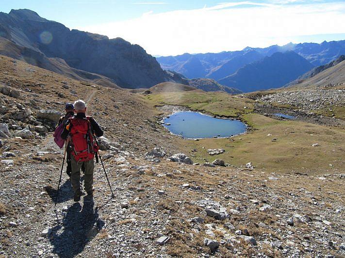In discesa dal Passo Oserot si notano alcuni laghetti