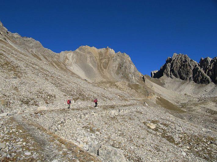 Al centro il Monte Oserot, più a destra la Rocca Brancia divisi dal Passo Oserot