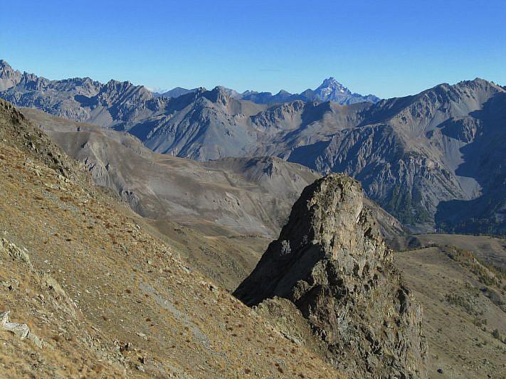 Dal Colle del Ferro, veduta sul Torrione e sul lontano Monviso