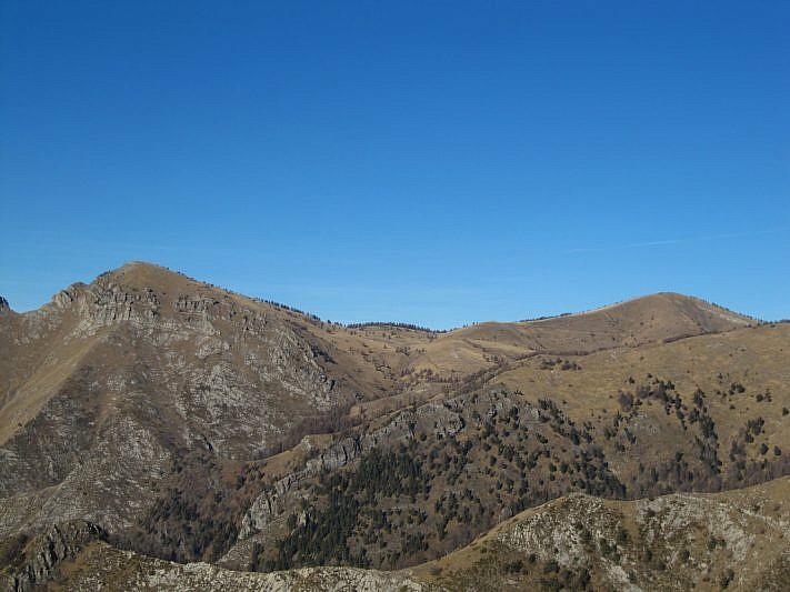 Balcone (a sinistra) e la Cima di Marta visti dal giro ad anello al Monte Toraggio