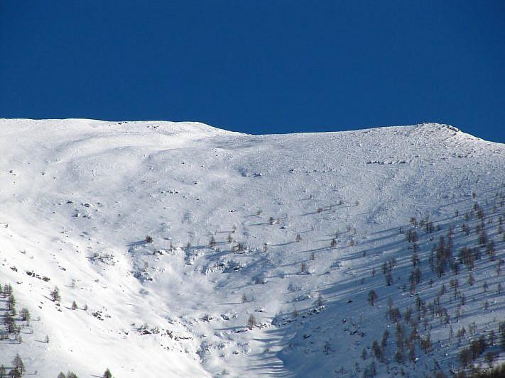 Il Monte Bertrand (la punta è all'estrema sinistra) fotografato giovedì 6 dicembre 2012 dal Vallon du Réfréi