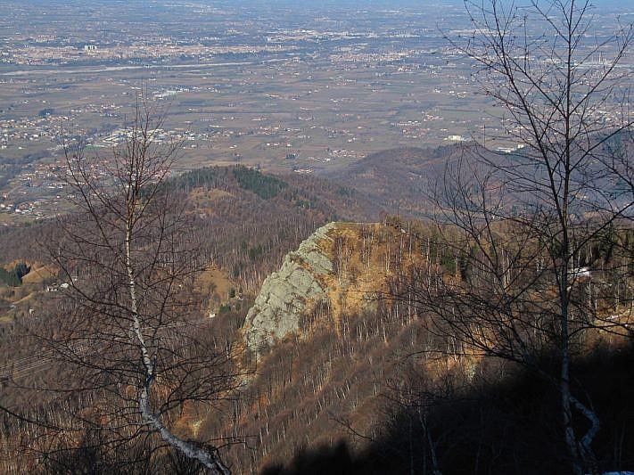 Al centro della foto il Rucàs (Monte Croce)