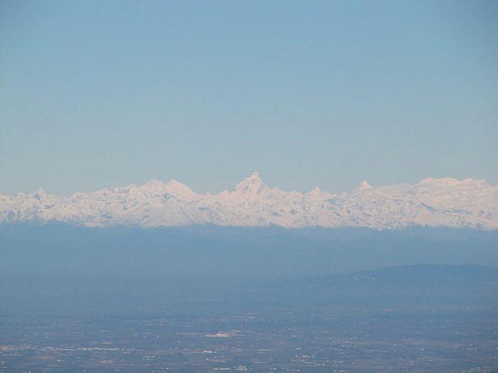 Zoom sul Cervino (4478 m) e, più a destra, sul Monte Rosa (4633 m)
