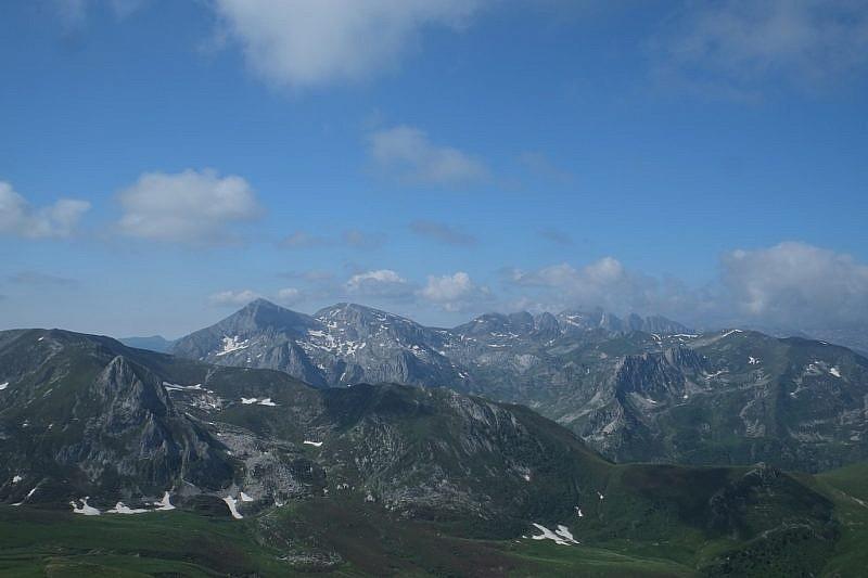 Dalla cima, sguardo sulla Cima delle Saline e Marguareis