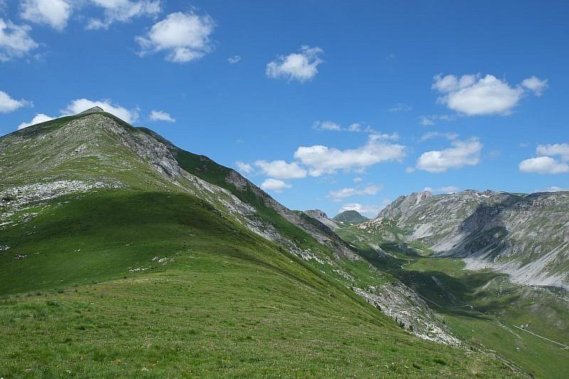 Inizio della salita al Monte Omo (a sinistra)