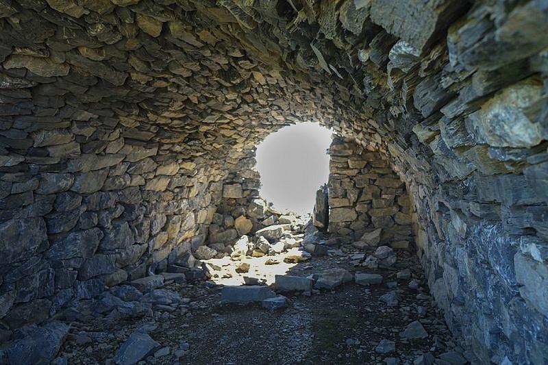L'interno di una truna in pietra