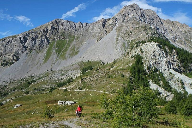 Sul crinale per il Monte Estelletta. A destra il Monte Freid.