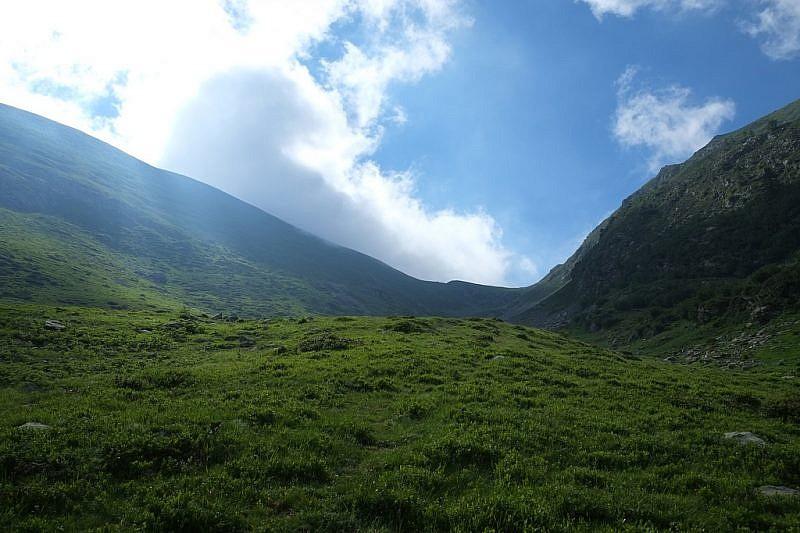 Al fondo del vallone, il Colle di Marchiana (2276 m)