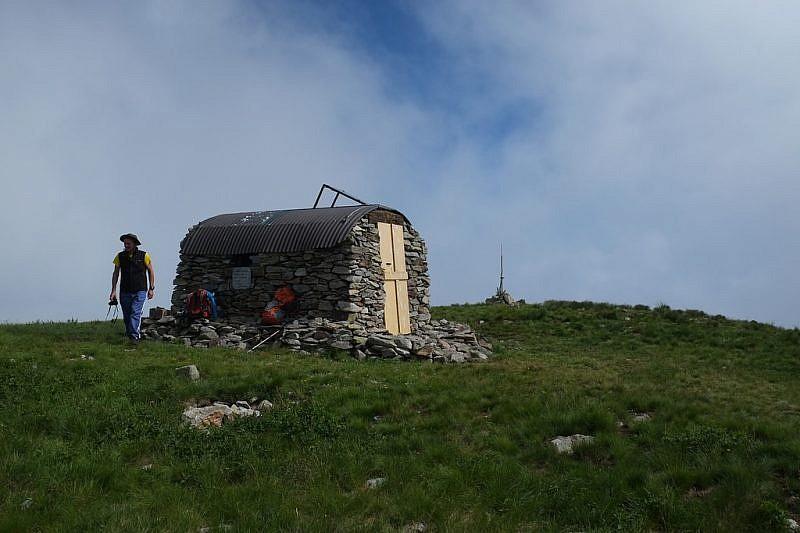 Il bivacco Sergio Groppo posto sulla cima del Bourel