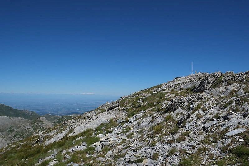 A pochi metri dalla cima del Mongioie