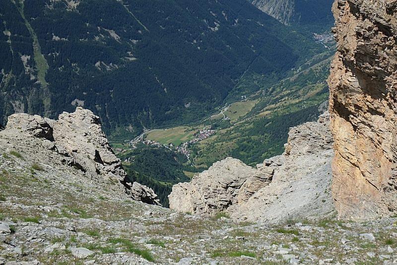 Veduta su Sambuco, a fondovalle