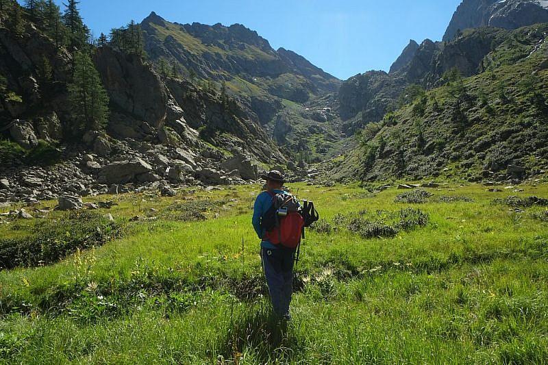 Verso il centro del vallone alla ricerca di altri laghetti