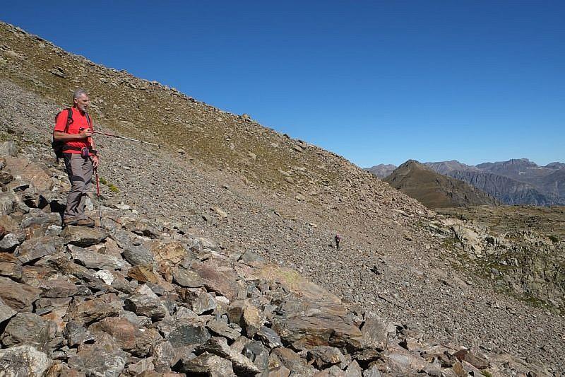 Taglio in pietraia verso il lago Mongioie