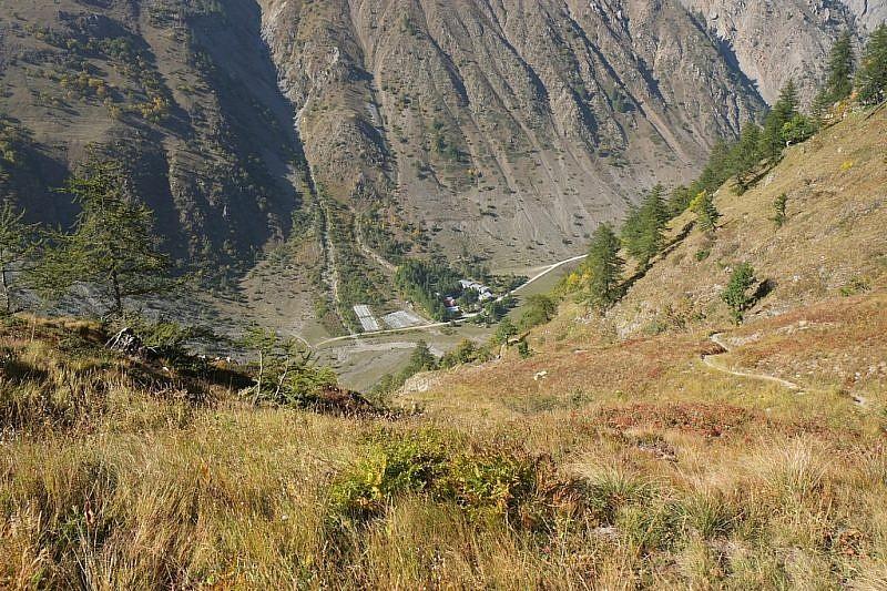 Sul sentiero in picchiata verso i Prati del Vallone