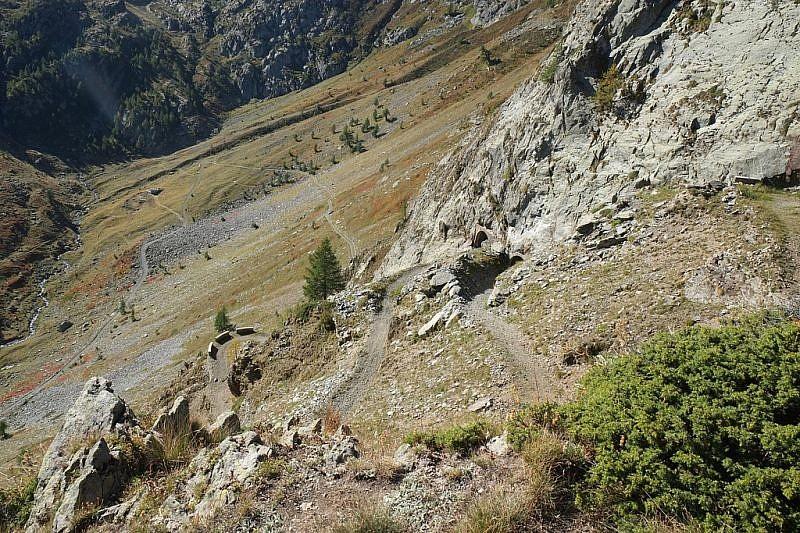 La strada di discesa che porta al rifugio Zanotti
