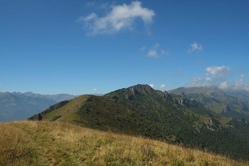 Sulla cima dell'Alpe. Sguardo verso il Beccas di mezzogiorno