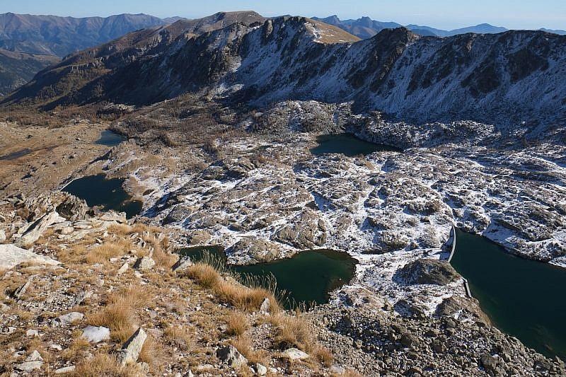 In basso al centro il Lac du Trem e alla sua destra una porzione del Lac de la Muta