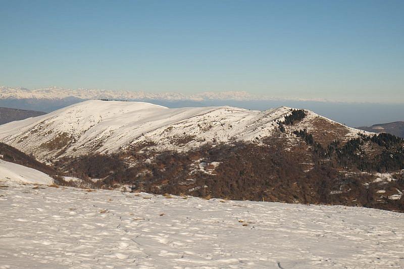 Il Bric della Piata, dalla cima Ricordone