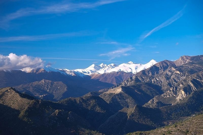 Prima della discesa su Ventimiglia, sguardo all'indietro si monti delle Meraviglie