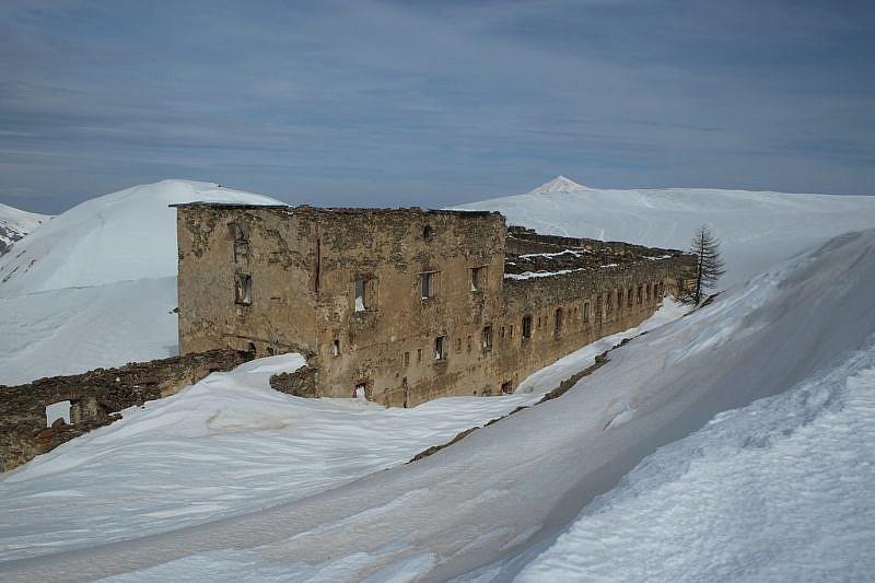 Alcune caserme che attorniano il forte Centrale