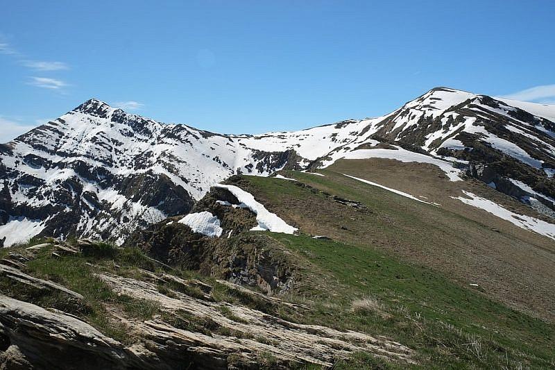 A sinistra il Monte Gram, a destra la Punta dell'Omo