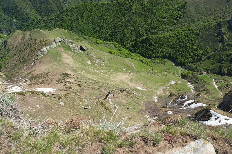 Dalla rocca sguardo verso il vallone di Rio Grande