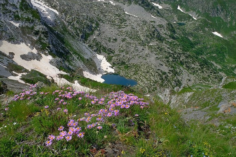 Il lago degli Albergh visto dalla cresta