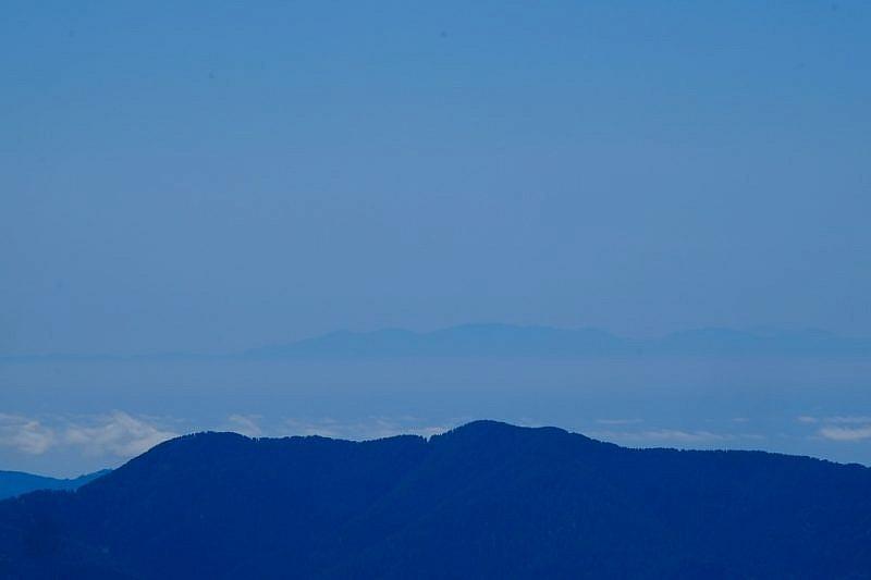 Al fondo, la Corsica