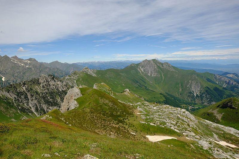Dalla cima sguardo verso il Monte Bussaia