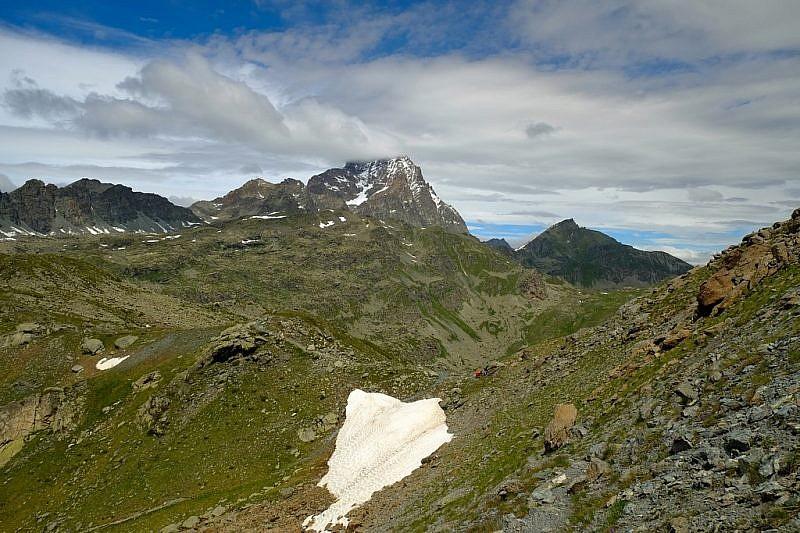 Il Colle di Luca appena sopra la macchia di neve