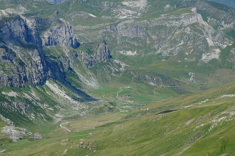 Dalla cima, veduta verso il rifugio Mondovì