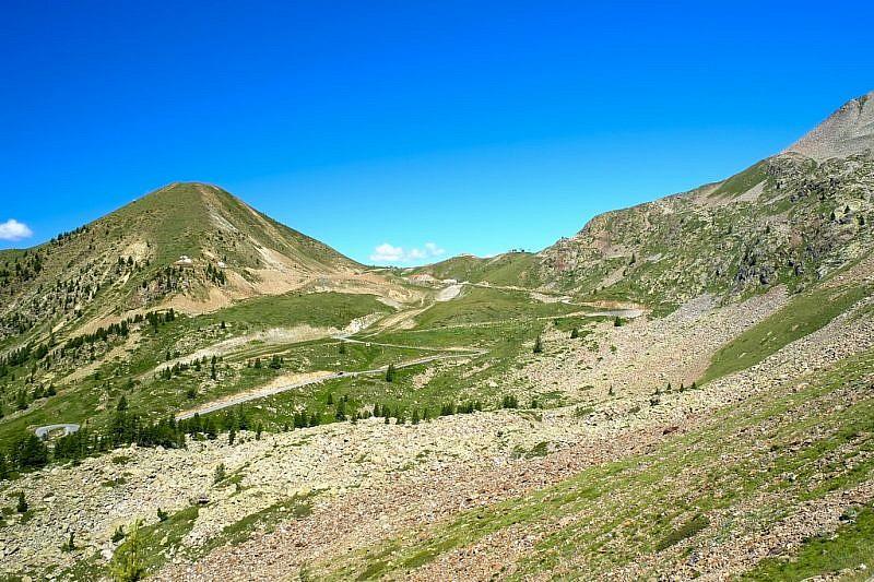 In salita verso il Colle della Lombarda (al centro della foto)