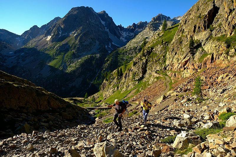 Lo stretto valloncello che porta ai laghi di Valscura