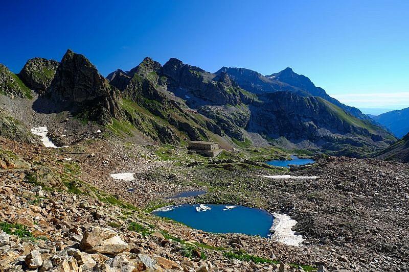 Panorama su parte dei laghi di Valscura