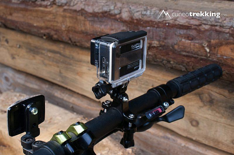 La GoPro 3+ Black sul manubrio con l'apposito adattatore