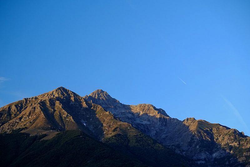 A sinistra il Monte Rey. Al centro, in secondo piano, la Cima del Lausetto salendo da Valdieri