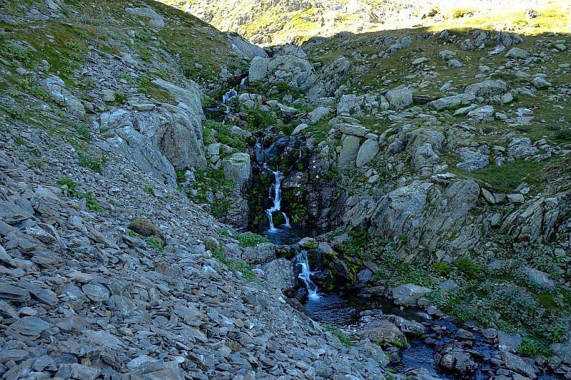 Piccole cascatelle che preludono il lago della Vacca