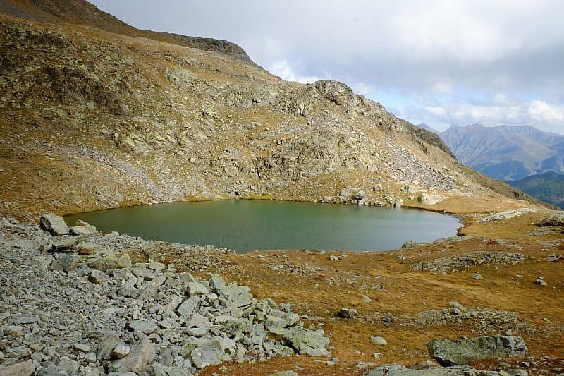 Il lago del Gorgion lungo compare alla nostra vista