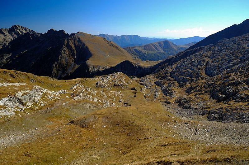 Dal colle, sguardo verso i colli est ed ovest del Sabbione