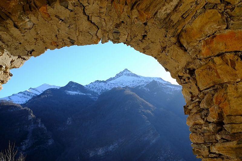 La Rocca Cucuja vista dalle case di Colletto