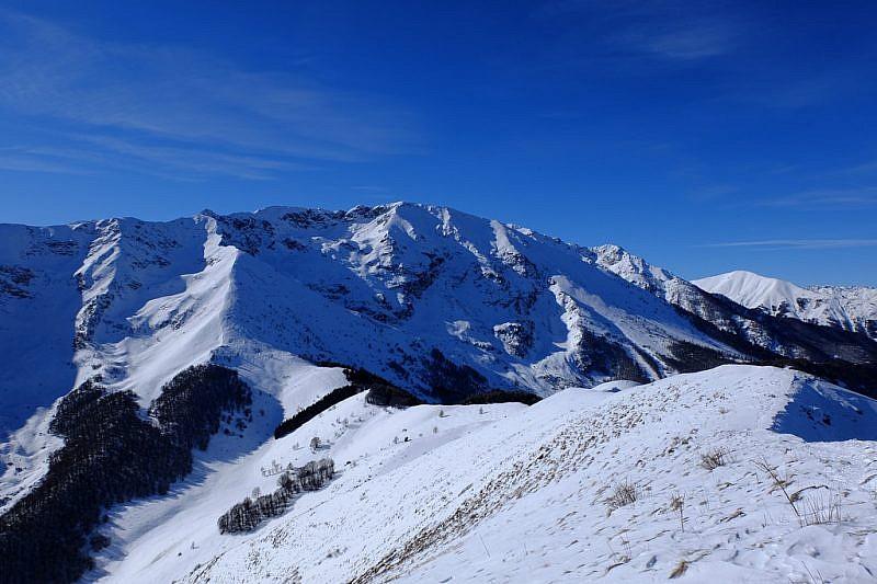 Sguardo all'indietro sul percorso e sul Monte Bourel