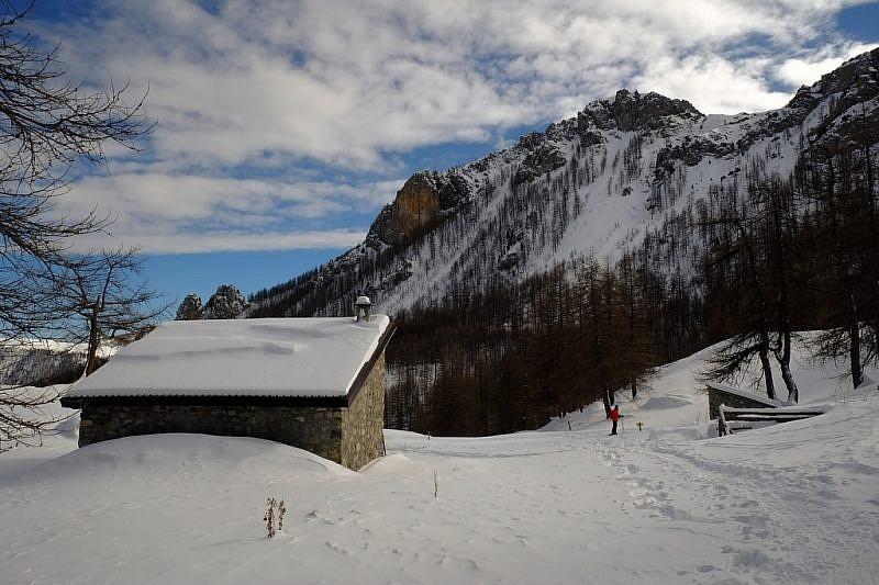 Dall'incrocio per il rifugio di Fontanalba inizio della discesaa Casterino