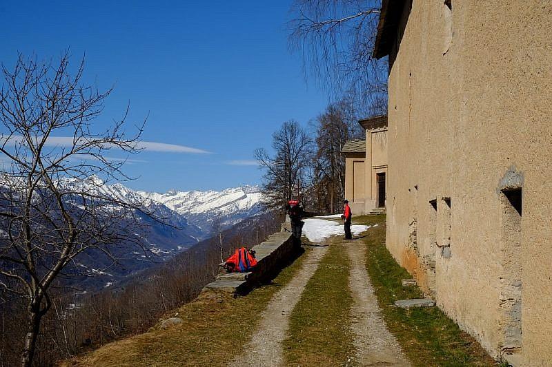 Balconata panoramica sul versante destro della Valle