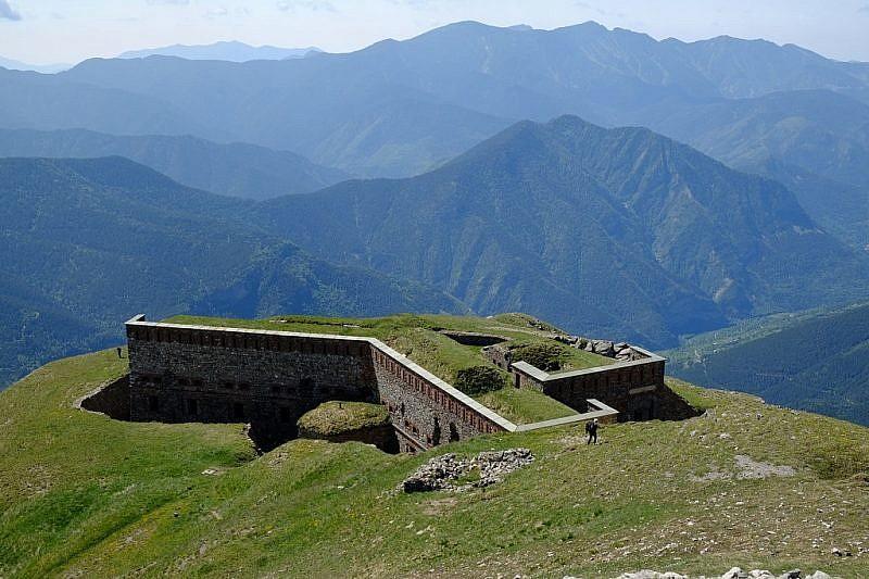 Dalla cima Pépin, discesa verso l'omonimo forte